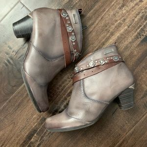 Pikolinos Grey Leather Booties Western Ankle Boots